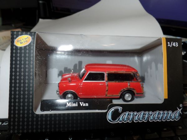 Cararama  4-15540 1/43 Scale Minivan Mini Van  Traveller Estate Red